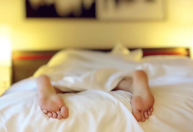 5 Cara sederhana untuk Menurunkan Berat Badan dengan Tidur