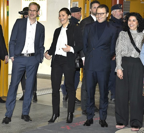 Crown Princess Victoria wore Gianvito Rossi Levy 85 ankle boots, Kreuger Jewellery Summer Feather earrings, Zara blazer