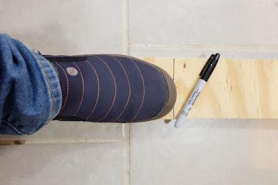 measuring foot shoes wood cut