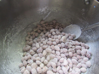 Mixing peanuts with flour
