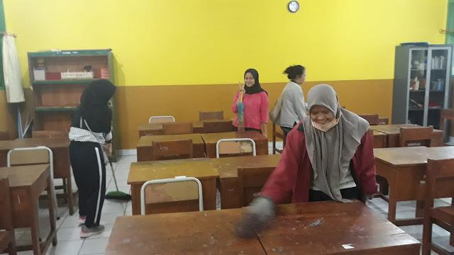 Kegiatan Bersih-bersih Awal KBM Semester Genap 2019-2020