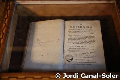Libro en la casa de Copérnico en Torun