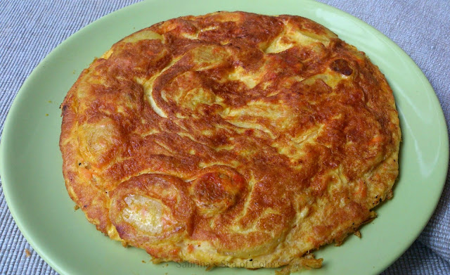 Tortilla de patatas, chorizo y zanahoria