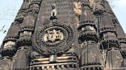 मंदिराच्या कळसावरील कोरीवकाम