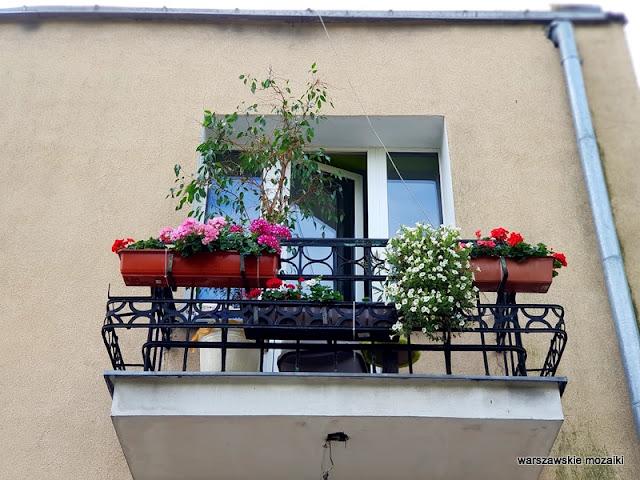 Warszawa Warsaw Targówek Fabryczny drewniak dom drewniany uliczka architektura architecture balkon