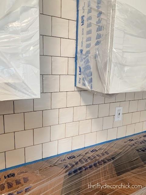 Shiny square wavy tile