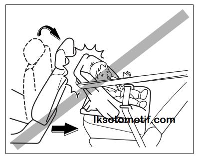 pemasangan yang salah tempat duduk bayi