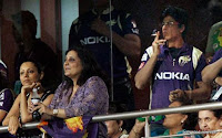 Shahrukh Khan merokok di depan umum selama pertandingan IPL