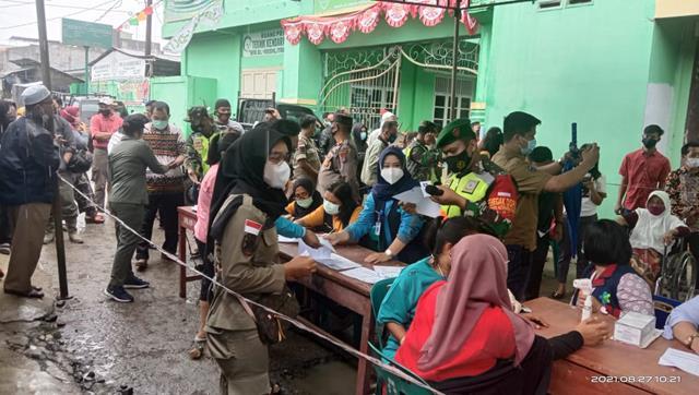 Pemantauan Vaksinasi Diposko Pasar Serbelawan Dilakukan Personel Jajaran Kodim 0207/Simalungun
