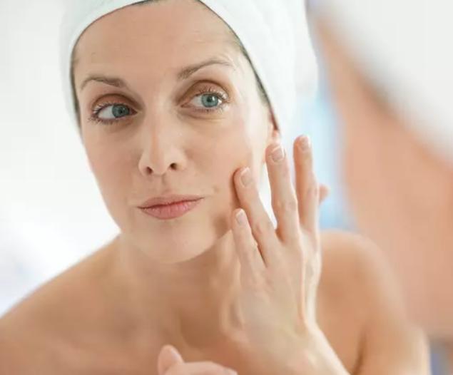 ما هي شبكية العين A أو تريتينوين؟ كيف يعمل على بشرتك؟