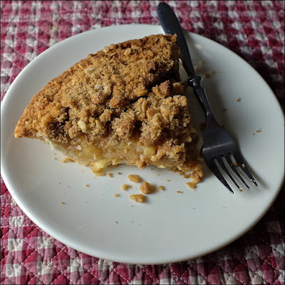 Apple Crumble Pie: photo by Cliff Hutson