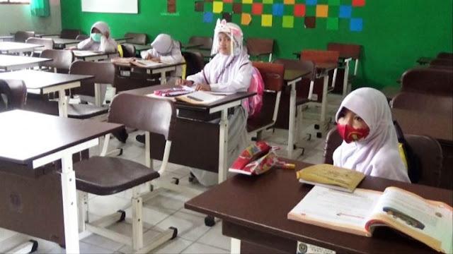Belajar Daring Tidak Efektif Bagi Siswa Baru SD, Sekolah Ini Selenggarakan Belajar Tatap Muka Khusus Kelas 1