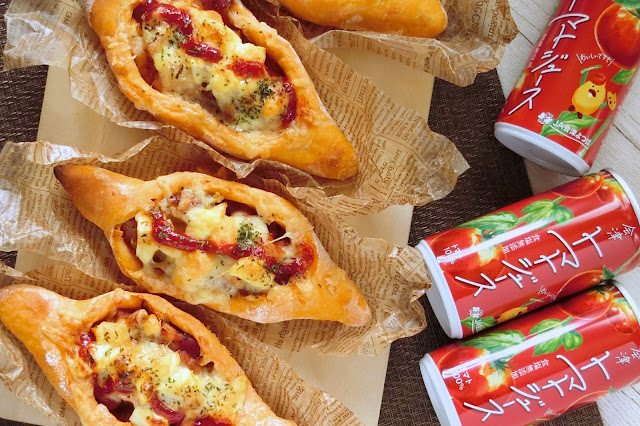 福島県産トマトジュースをパン生地に使ったベーコン惣菜パンレシピ(ボート型成形)