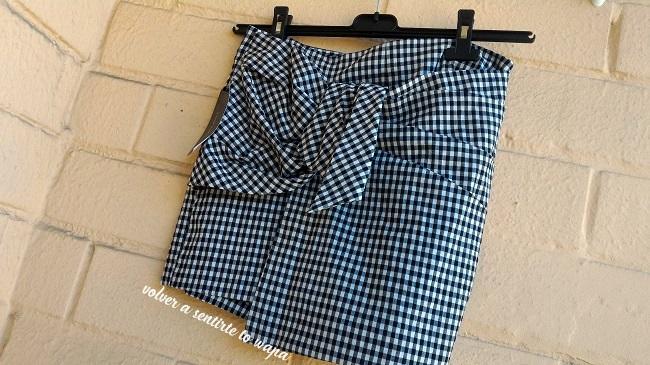 Falda pantalón berumuda con lazo y estampado de cuadros de Zara