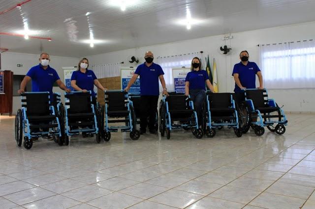 Rotary Club de Roncador entrega 25 cadeiras de rodas e continua cadastrando interessados