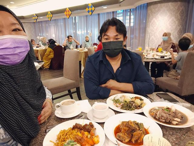 Hari Kelima Berbuka Puasa Aku Makan Buffet Di GBW Hotel Bersama Suami