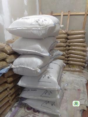 2-Benih padi yang dibeli   EUIS SUTARSIH Sukoharjo, Jateng  (Setelah packing karung ).
