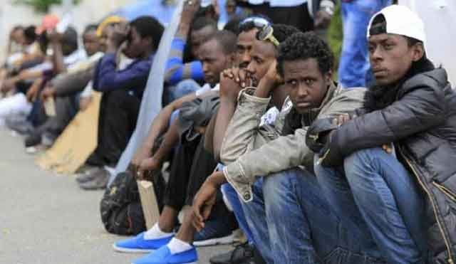 الجزائر تستمر في سياساتها العنصرية ضد الأفارقة و ترحل أزيد من 1000 مهاجر نحو النيجر