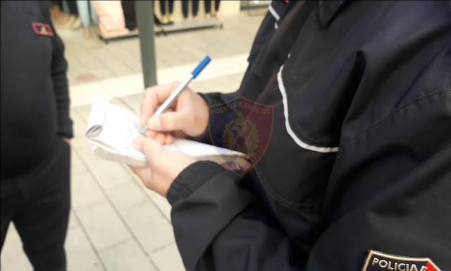 La polizia albanese impone 690 multe nelle ultime 24 ore a persone che non indossano la maschera