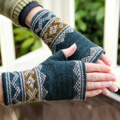 Lusekofte-sque Mitts - Free Pattern