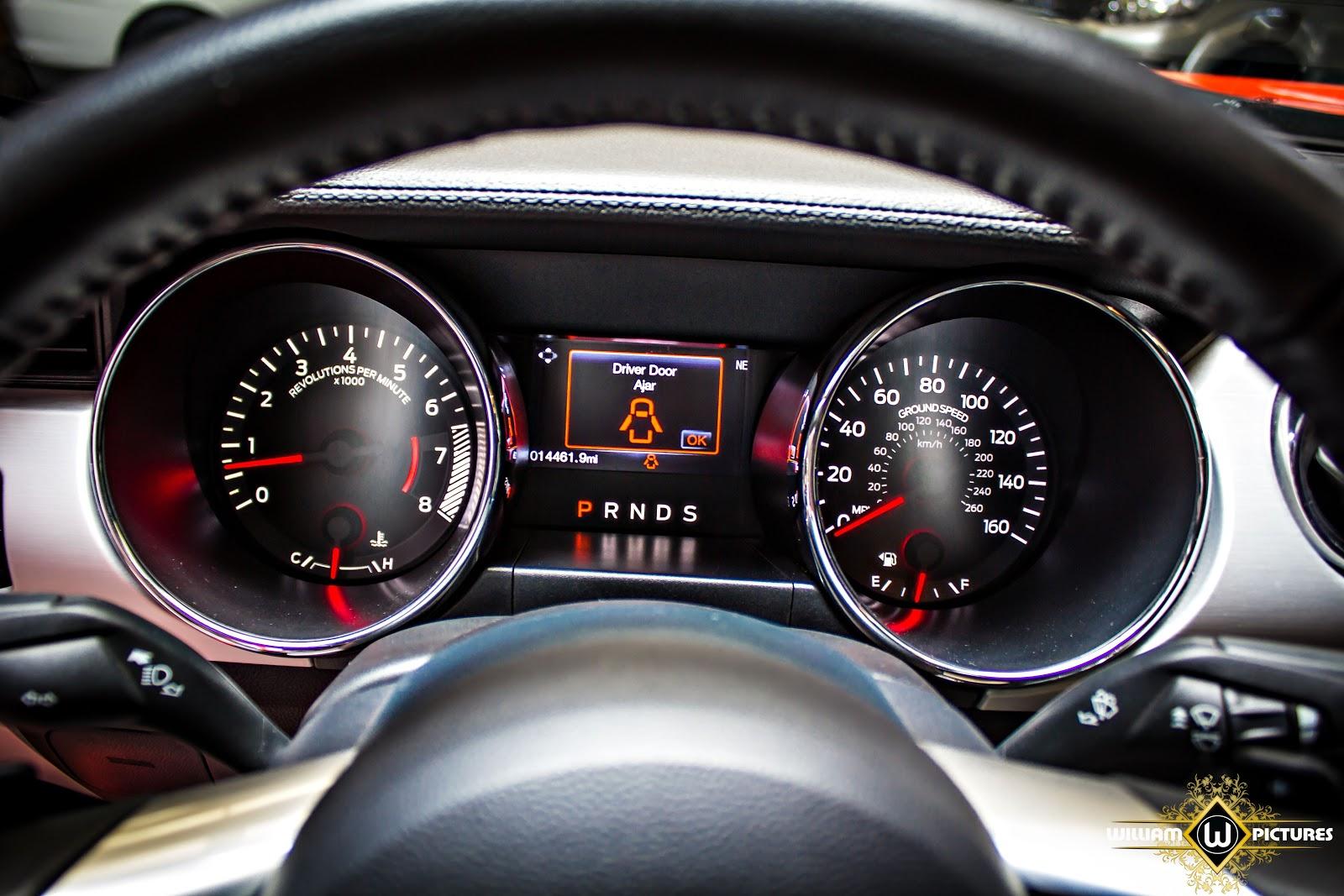 Mọi thông số, đồng hồ được hiển thị và cảnh báo cho lái xe
