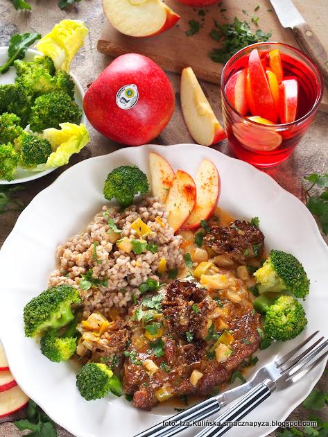 karczek z pieca, mieso w sosie jablkowo porowym,  z grzybami, wieprzowina pieczona, mieciutkie miesko, co na obiad, jablka grojeckie