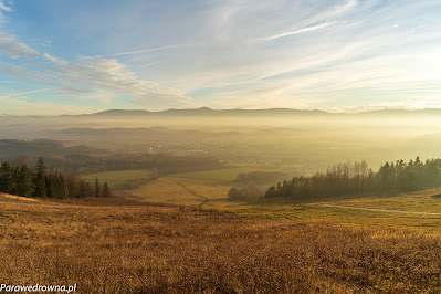 Kotlina Jeleniogórska i pasmo Karkonoszy (widok z Góry Szybowcowej)