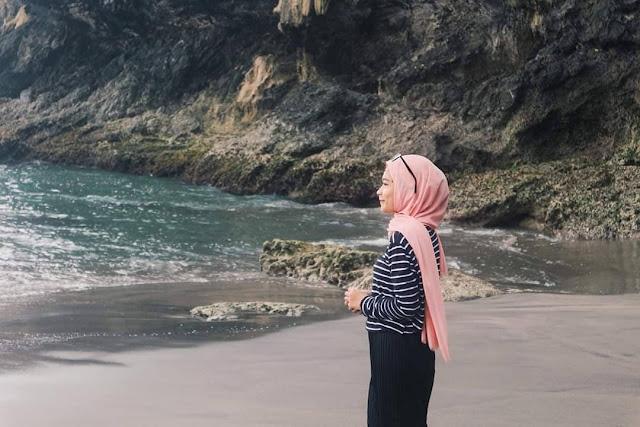 Pantai Lampon bukanlah pantai yang luas dan panjang.