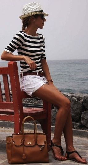 striped-tee-white-shorts-hat-summer-outfit