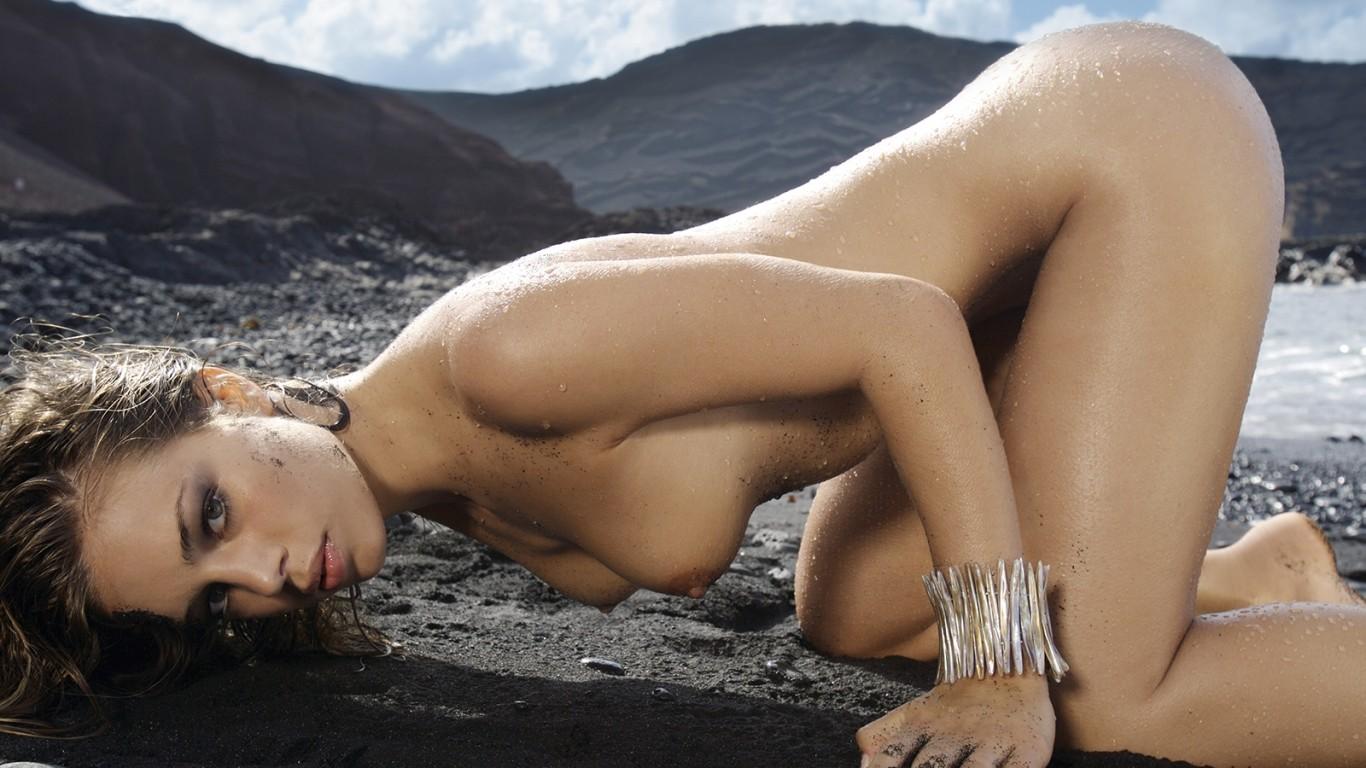 Nude And Naughty Girls