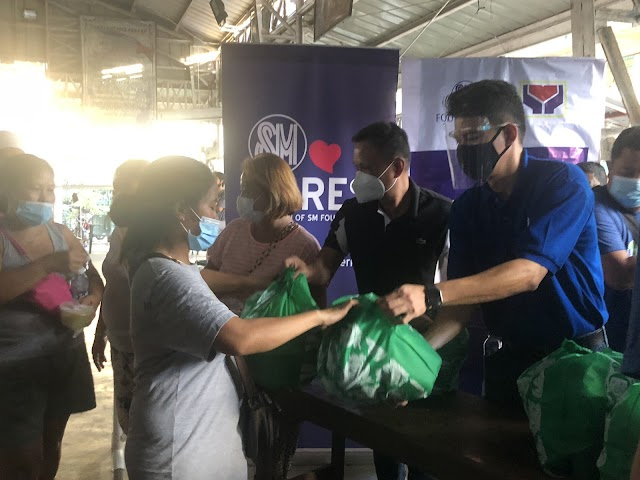 SM City San Mateo extends help to victims of Typhoon Ulysses in San Mateo and Rodriguez, Rizal