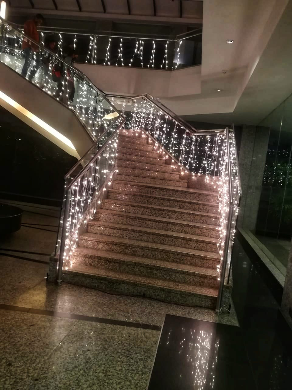 hand railing decoration using small lights