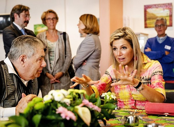 "Queen Maxima visited ""Kansfonds"" which is a aid fund in Delft. Queen Maxima wore  silk print summer dress"
