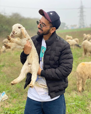 Maninder Buttar whatsapp Number, Wiki, Girlfriend, Family, Height, Weight, Age, Biography & More