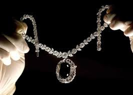 Dalam legenda mengatakan, tiga pemilik berlian Black Orlov mati dikarenakan bunuh diri. Seorang pedagang berlian JW Paris yang membawa berlian ke Amerika Serikat untuk di jual, Putri Leonila Viktorovna-Bariatinsky dari Rusia