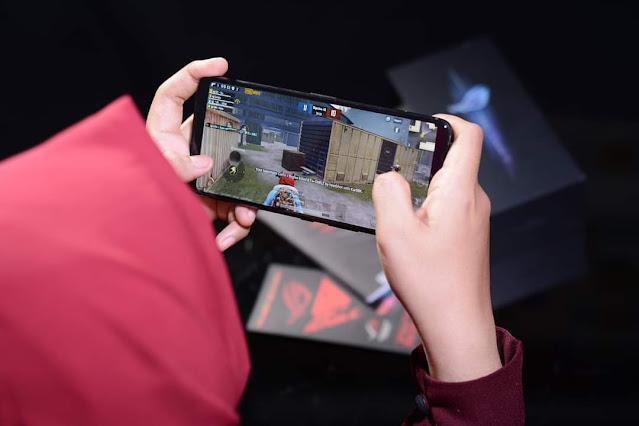 Bermain Game di Smartphone
