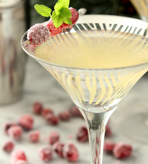 WINTER WHITE COSMOPOLITAN #drink #white #cocktail #summer #smoothie