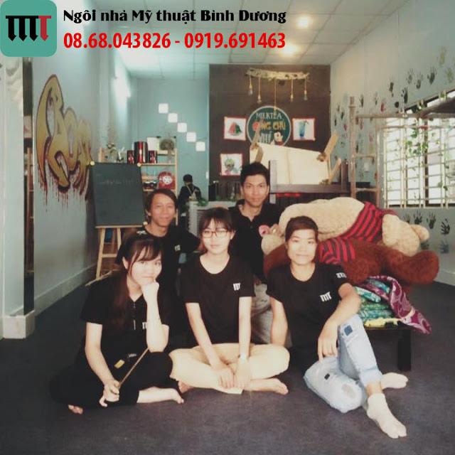 doi ngu nhan vien Ngoi Nha My Thuat Binh Duong