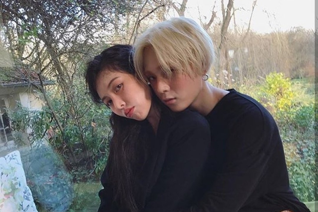 Netizens Respond After Seeing HyunA and DAWN Hugging And Kissing in Photobox