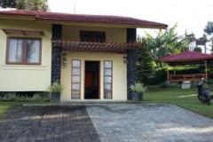 Villa Untuk 1 Keluarga Kecil Menginap Di Lembang