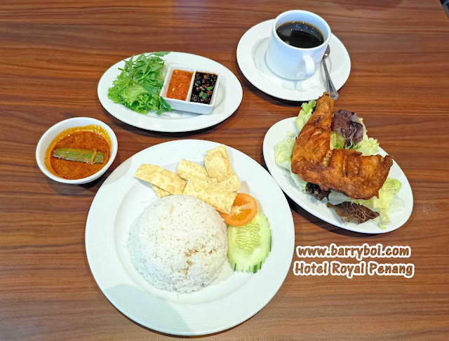 Ayam Goreng Set Penang Penang Hotel Hotel Royal Penang Blogger InfluencerKari Kepala Ikan Curry Fish Head Penang Penang Hotel Hotel Royal Penang Blogger Influencer