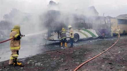 Sebuah Bus di Magelang Terbakar