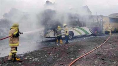 Diduga Korsleting, Sebuah Bus di Magelang Terbakar