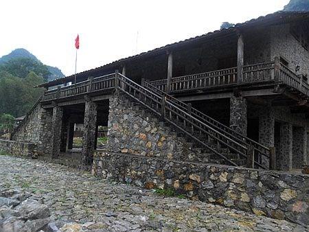 Nhà sàn bằng đá ở Khuổi Ky, Cao Bằng