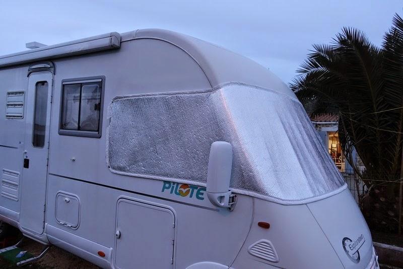 le camping car pour les nuls fabriquer son occultation ext rieure c 39 est pas sorcier. Black Bedroom Furniture Sets. Home Design Ideas