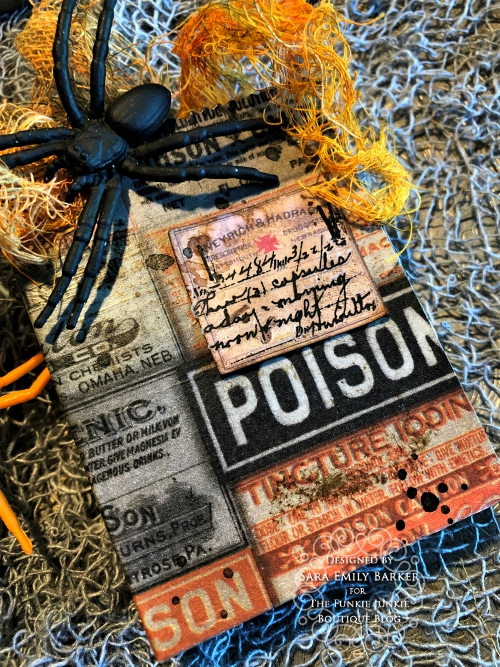 Sara  Emily Barker https://sarascloset1.blogspot.com/2019/09/halloween-treat-bags-for-funkie-junkie.html Tim Holtz Halloween Treat Bags  4