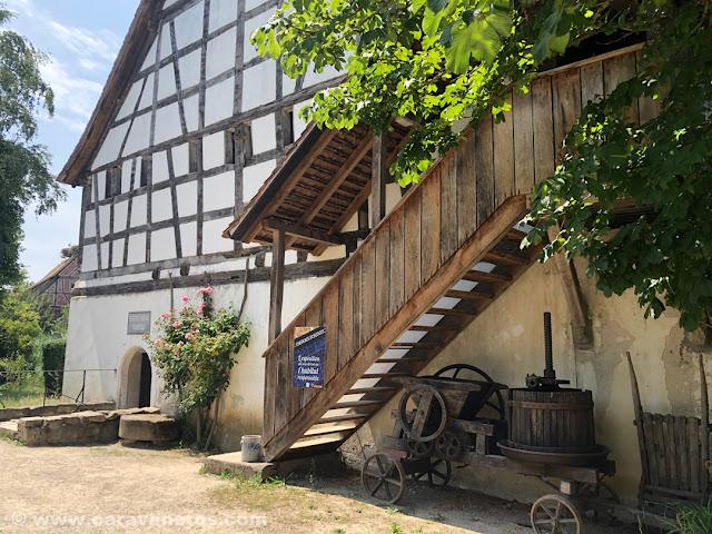 Edificios tradicionales en el Ecomuseo de Alsacia | Alsacia y selva negra en autocaravana con niños