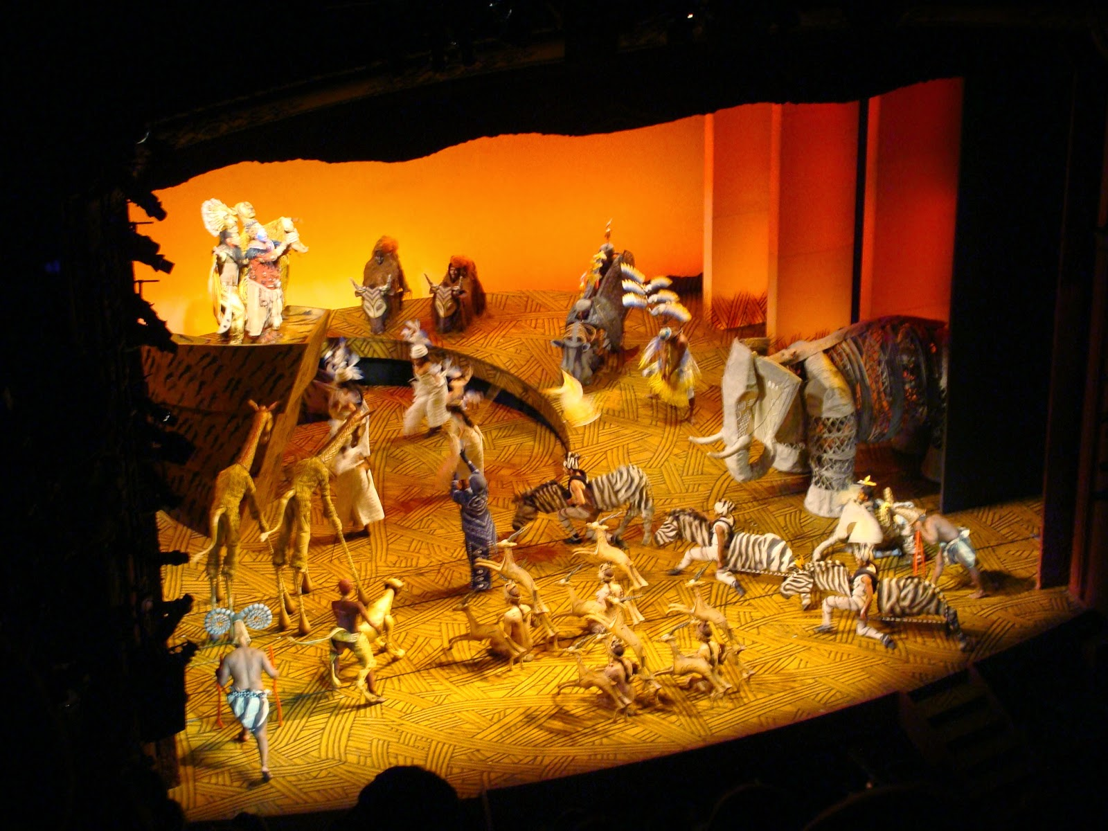 lyceum theatre london  the rocking lion king show playing