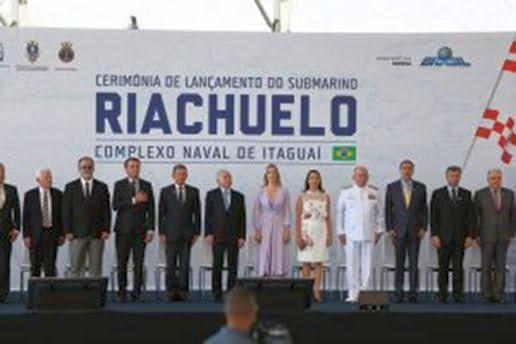 Ceremonia botadura del Submarino Riachuelo en Itaguaí (Marihna Brasil).