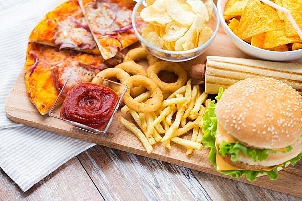 Những bệnh nhân đau thần kinh tọa nên kiêng ăn đồ nhiều dầu mỡ